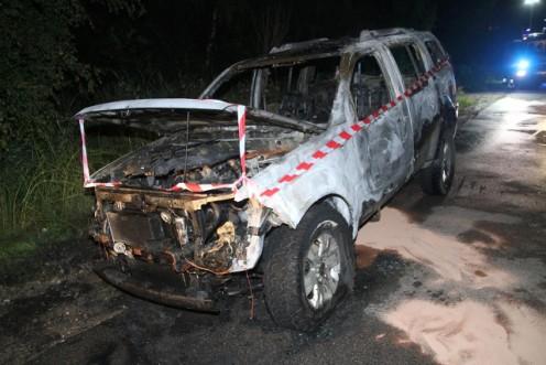 Denne bil var helt overtændt, da brandvæsnet nåede frem. Foto: Morten Sundgaard/Skadestedsfotograf.dk