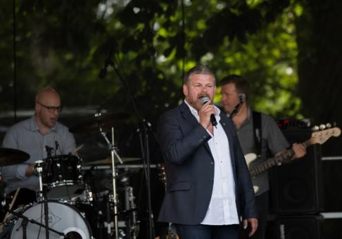 Stig Rossen i front for Vennerne i en hyldest koncert til Flemming Bamse Jørgensen. Foto: Henrik Lehmann.