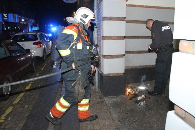 Den oprindelige melding lød på brand i etageejendom. Men det var knapt så dramatisk. Foto: Morten Sundgaard - Skadestedsfotograf.dk.