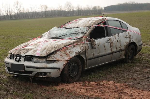 Denne bil endte ude på marken hvor den rullede rundt. Foto: Alex Christensen.