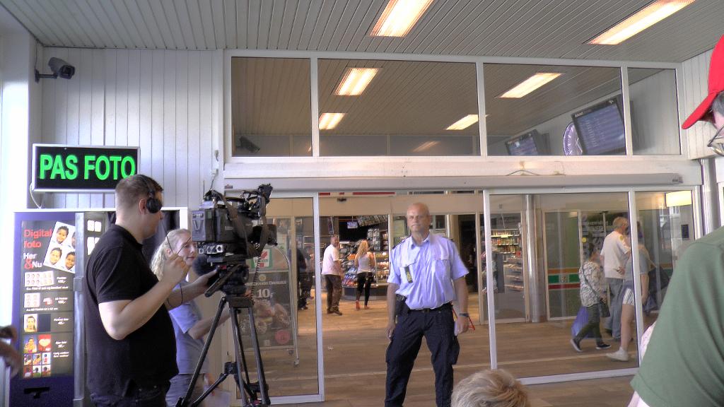 TV Øst, Nordvestnyt, Holbaekonline.dk, DR P4 var mødt frem til  pressemødet på Holbæk station. Foto: Jesper von Staffeldt.