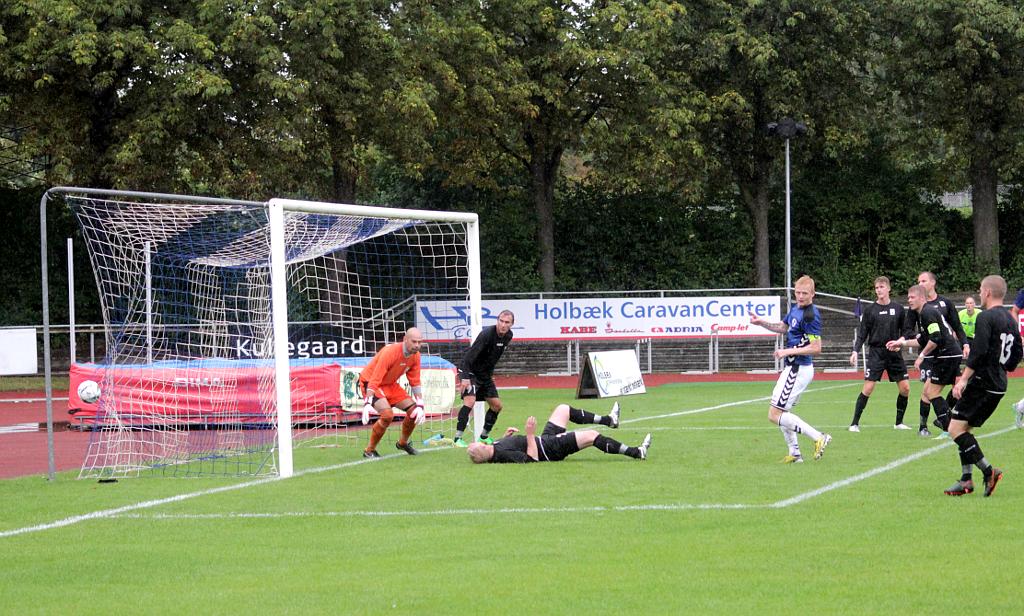 Jonas Thomsen udligner til 1-1 i 1. halvlegs sidste minut. Foto: Rolf Larsen.