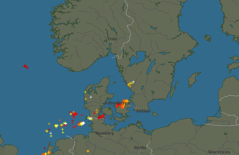Sådan har lyn ramt Danmark fredag eftermiddag og aften. Kort: © Blitzortung.org contributors (CC BY-SA 4.0)