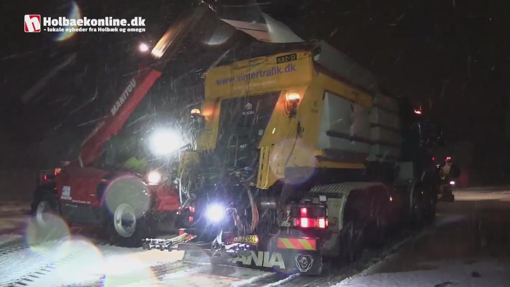 Hos Vejdirektoratet på Omfartsvejen gøres der klar til snerydning og saltning. Foto: Michael Johannessen.
