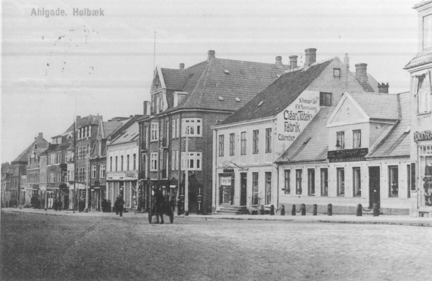 Man kan bl.a. høre om Andersens Tobaksfabrik i Ahlgade i Holbaekonline.dks udsendelse på LokalKanalen. Foto: Holbæk Stadsarkiv.