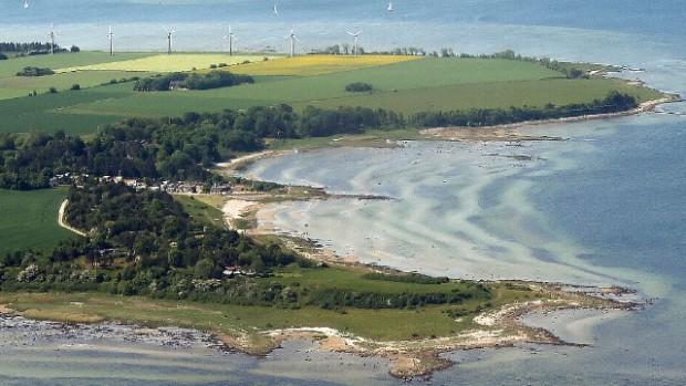 Orø har allerede 6 mindre vindmøller , og vi har talt med flere beboere i Salvig, som kan høre den lavfrekvente støj , de udsender. Men hvad betyder det hvis der bliver anbragt 150 meter høje vindmøller i stedet? - Foto Jesper von Staffeldt.