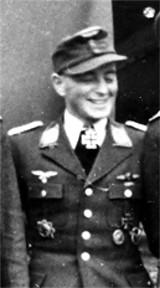 Det var den meget erfarne Luftwaffepilot,  Werner Husemann, der skød det engelske bombefly ned. Han havde 34 luftsejre, og bar om halsen det tyske ridderkors.