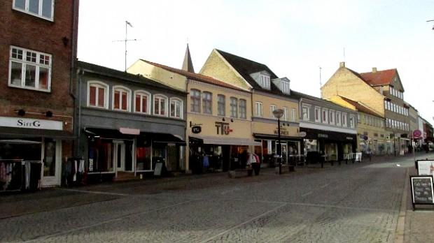 """Ahlgade bruges en del som eksteriør-billeder i tv-serien """"Ugeavisen"""". TTU, som ses herover, kan også ses i tv-serien. Foto: Rolf Larsen."""