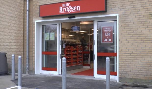 Dagli'Brugsen i Ladegårdsparken blev torsdag udsat for væbnet røveri. Fredag blev røveren i dømt et års fængsel. Foto: Rolf Larsen.