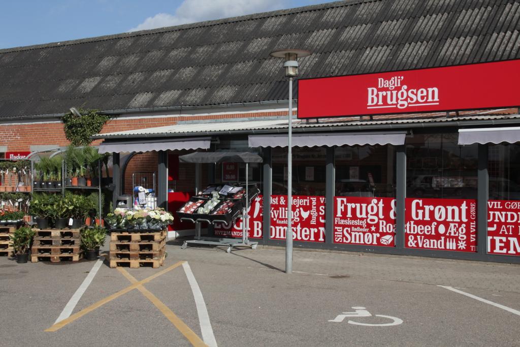 Det var her i Dagli'Brugsen i Regstrupat en 63-årig kvinde blev taget i butikstyveri. Arkivfoto: Rolf Larsen.