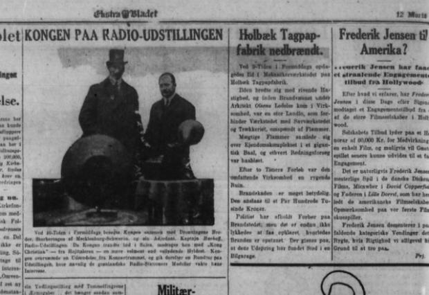 Artiklen i Ekstra Bladet om Holbæk Tagpapfabriks nedbrænding. Ved siden af et billede af Kongen på radioudstilling.