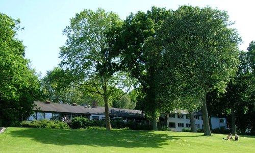 Hotel Strandparken glæder sig over  øget omsætning i forbindelse med Sommeraftener i Strandparken . Foto: Wikimedia Commons.
