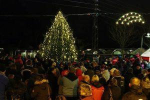 Smukt er det, når juletræet i jydeurp tændes. Her er det i 2013. Foto: Skadestedsfotograf.dk/Johnny D. Pedersen.