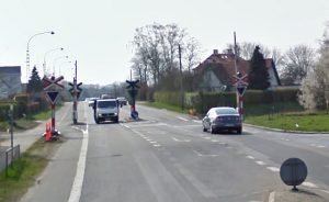 Lokaltog skal lave spor i jernbaneoverskæringen på Kalundborgvej, som derfor lukkes fra fredag aften til søndag aften. Foto: Google Maps.