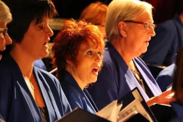 Der blev sunget til under julekoncerten på Elværket i Holbæk. Foto: Jesper von Staffeldt.
