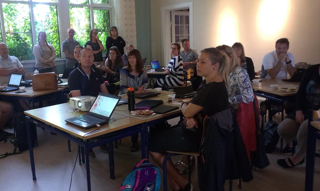 34 norvestsjællandske lærere indtog mandag det nye læringscenter på Østre Skole i Holbæk. (Handout).