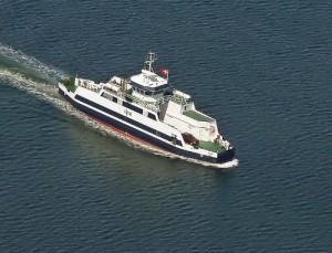 Hvis det går som det skal med reparationen, så kan færgen kommeud og sejle igen ved middagstid. Arkivfoto: Jesper von Staffeldt.