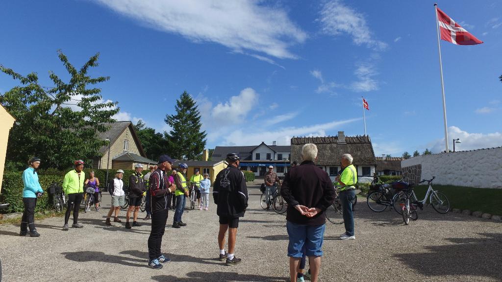 ca. 30 cyklister mødte frem for at deltage i Orø Rundt. Foto. Jesper von Staffeldt.