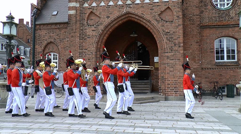 Roskilde Gardens uniformer er kopier af borgervæbningens uniformer. Foto: Jesper von Staffeldt.