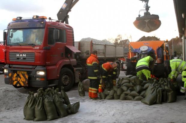 Der skulle bruges sandsække i massevis for at holde vandmasserne ude. Foto: Skadestedsfotograf.dk//Morten Sundgaard.