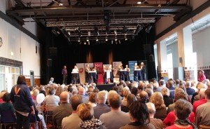 Ca. 260 mennesker var mødt op for at følge debatten på Elværket. Foto: Rolf Larsen.