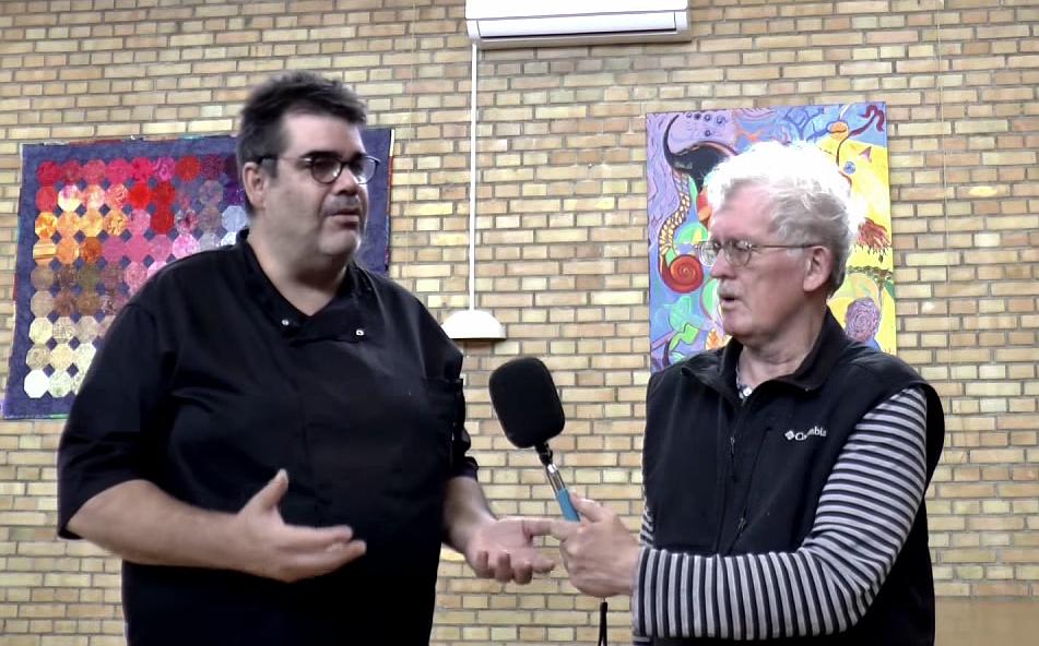 Simon Drost (t.v.) fra Liv & Mad, som bl.a. forpagter Orø Forsamlinghus.