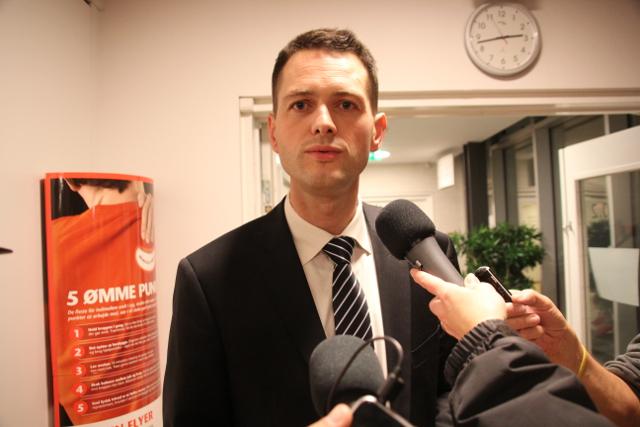 Søren Kjærsgaard fortæller, at han fortsætter som borgmester. Foto: Rolf Larsen.