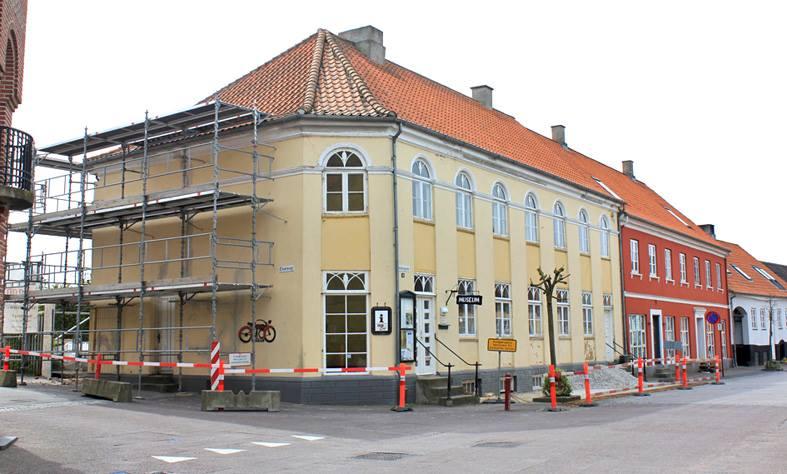 En mand fra Jyderup faldt i følge Sydsjællands og Lolland-Falsters Politi ned i en skorsten på Stubbekøbing Museum og sad fast. Foto: Stubbekøbing Museum
