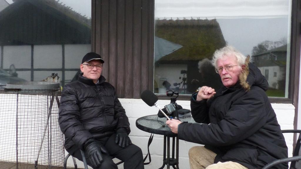 Holbaekonline.dks medarbejder (til højre) interviewer tidligere kroejer Svend Erik Bruun.