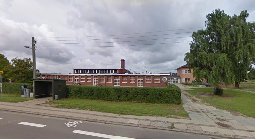 Det var på Tornvedskolen i Mørkøv, en 15-årig dreng kom til skade i fysiktimen. Foto: Google Streetview.
