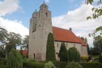 """Tveje-Merløse Kirke med de to tårne, er med i filmen """"Slottet"""", som bl.a. har Malene Schwartz på rollelisten. Foto: Rolf Larsen."""