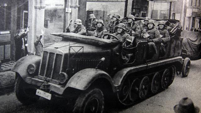 """Det var en særdeles velsmurt militærmaskine der rykkede ind i Danmark d.9. april 1940, og det var et lige så """"velforberedt""""  land som i 1864, der tog imod dette angreb."""