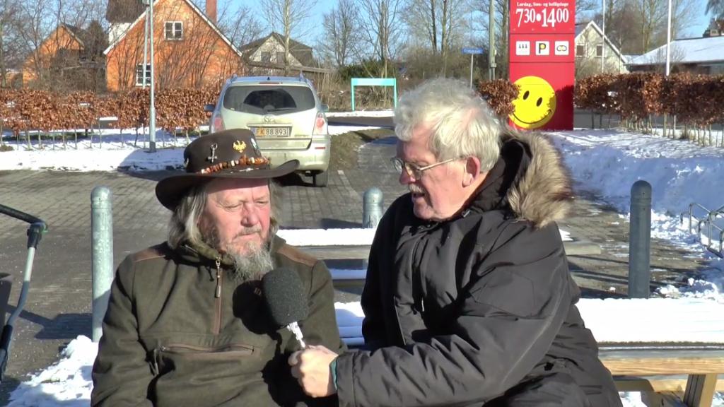 Vagabonden Brian var lørdag ved Brugsen på Orø. hvor Holbaekonline.dk fik et interview. Foto: Jesper von Staffeldt.