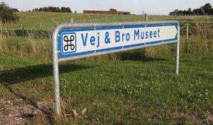 Skiltet til Vej- og Bromuseet er for længst pillet ned. Arkivfoto: Rolf Larsen.